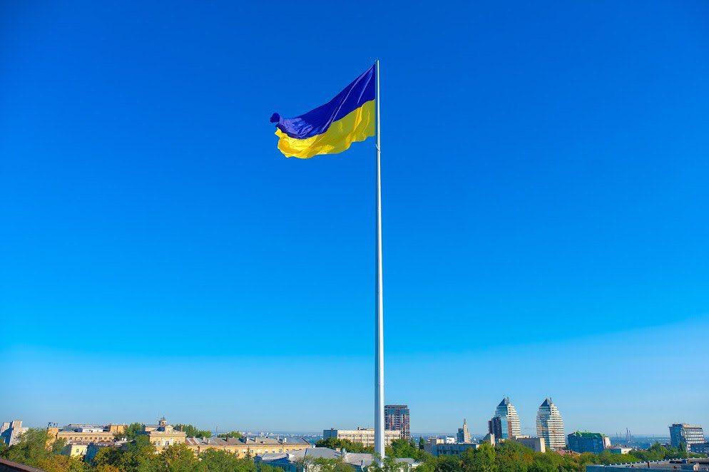 Найбільший прапор України у Дніпрі. Новини України сьогодні. AdverMAN